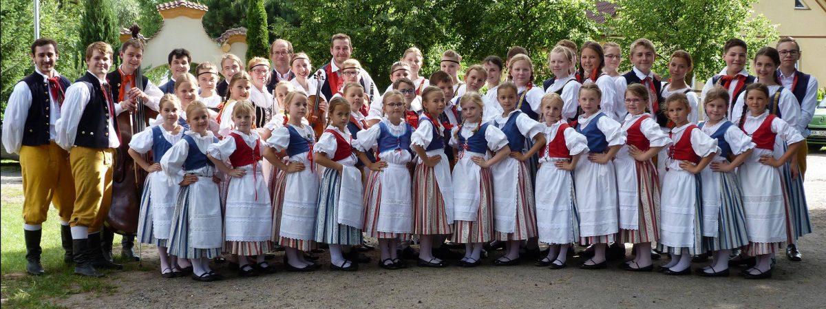 Folklórní soubor Šáteček.