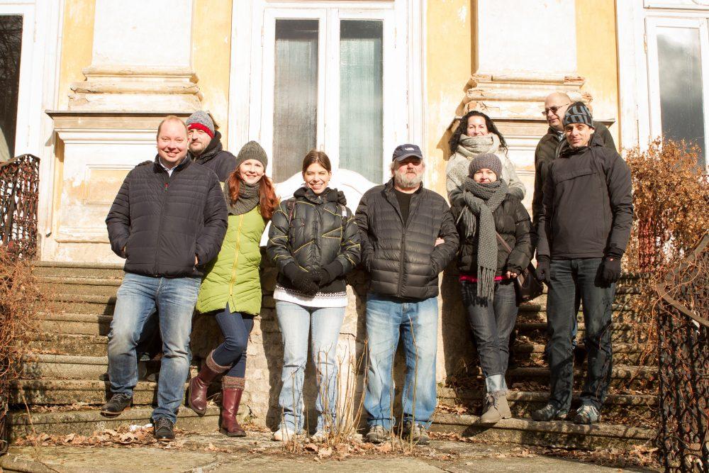 Lidé z Revenium na zámku Hluboš.
