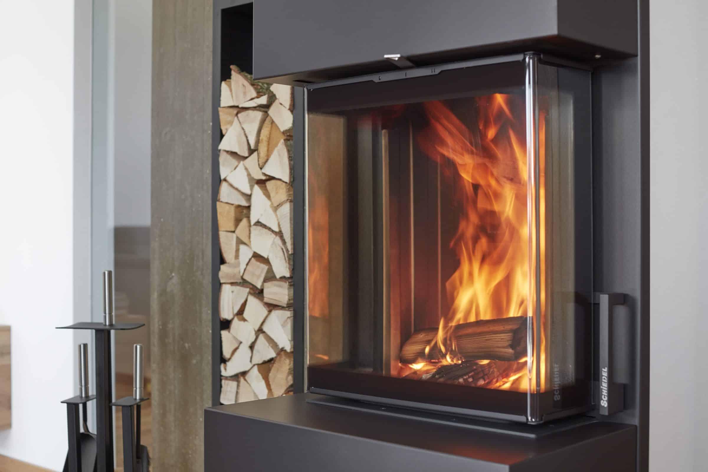 nowoczesny kominek trzyszybowy Schiedel Kingfire Grande